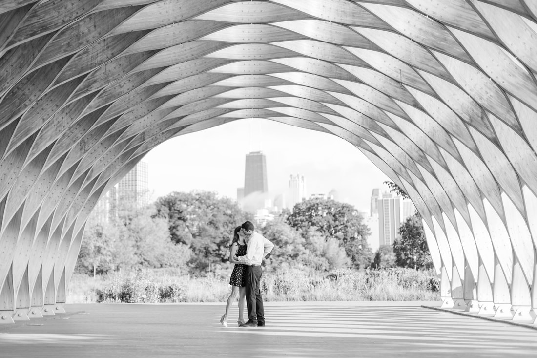 Lincoln Park Chicago Engagement Photos